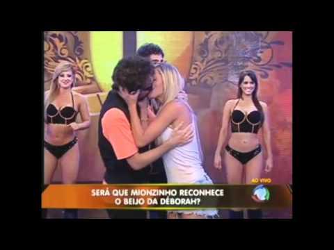 Legendários - Mionzinho apanha ao vivo 19/02/11 [HD]