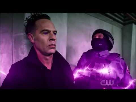 The Flash: Opening Scene! | S4 E22 thumbnail