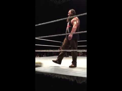 ROMAN REIGNS ATTACKED BY FAN THROWING FAKE MONEY IN THE BANK BRIEFCASE @WWE HOUSE SHOW Victoria BC