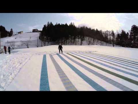 縮の雪さらし 一面の雪景色を彩る麻布の彩 小千谷市