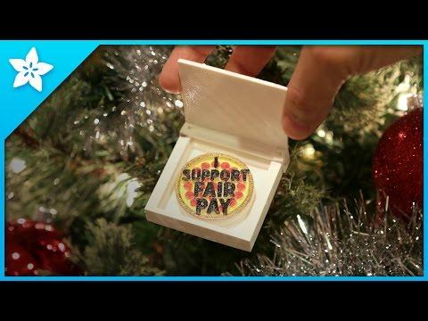 """Support fair pay"" Papa John's Pizza 3D printed pizza ornaments #betterholidays @PapaJohns"