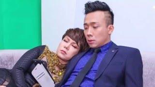 Việt Hương ngủ trên vai Trấn Thành trong cánh gà(tin tuc sao viet)