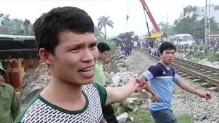 (VTC14)_Hà Nội: Xe tải bị tàu hỏa đâm nát do chết máy tại đường ngang
