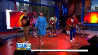 Performance White Shoes and The Couples Company - Aksi Kucing -IMS