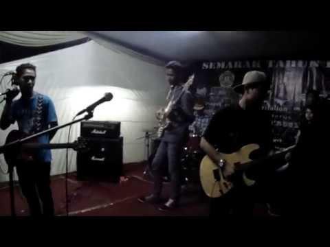THREE COLOURS RASTA - redemption song ( cover ) at manggarai 2015