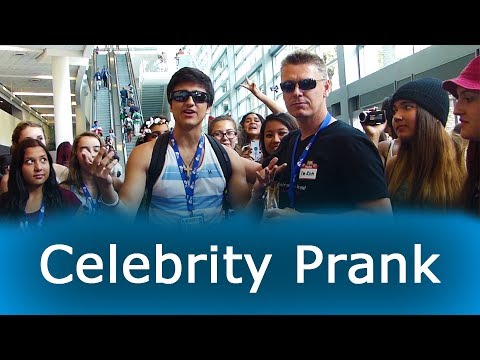 How to Become FAMOUS Instantly (Celebrity Prank) - VidCon 2014: Public Pranks - Social Experiment