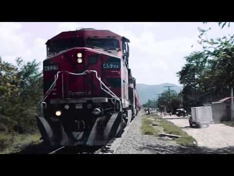 Camión de valores intento ganarle el paso al tren