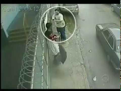C�meras de seguran�a registram a cena de um asassinato