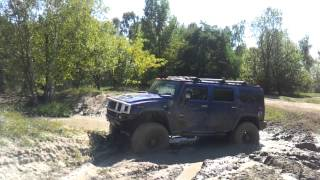 Hummer H2 off roading in mud 2/2