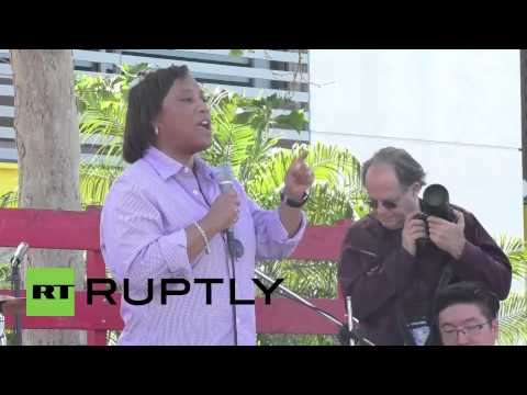USA: Thousands of fast-food workers SWAMP LA for wage hike