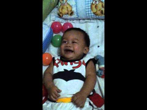 Baby Axel ketawa ngakak