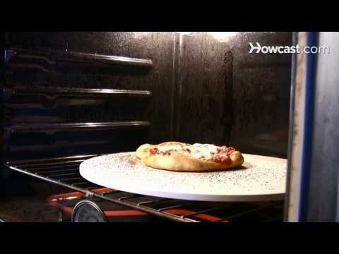 How to Use a Pizza Stone thumbnail