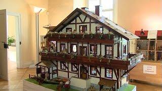 Winfried Gärtner stellt selbstgebaute Puppenhäuser aus