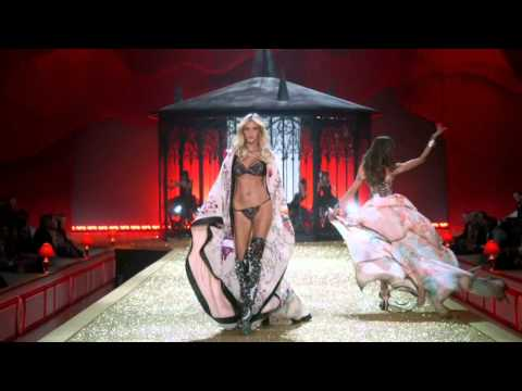 Victoria's Secret Fashion Show 2010 Part 1