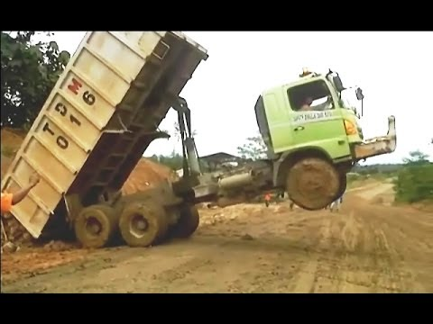 Crazy Dump Truck Wheelie Acrobatic: How to unload cargo faster and effective [Indonesia]