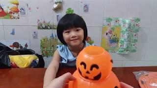Gia Linh giới thiệu đồ chơi Halloween Đèn lồng bí ngô Mặt lạ