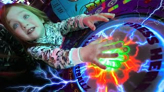 ⚡ ULTiMATE ARCADE GAME!! a fun Family Night routine with Adley and Niko (new lightning ball drop)
