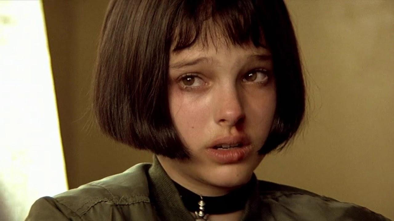 Натали Портман Плачет
