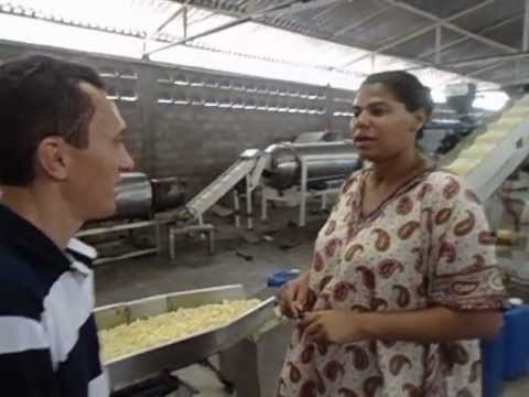Nayara Silva visita a fabrica dos salgadinhos BIZU