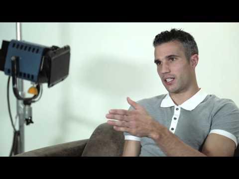 Messi, Van Persie, Aguero, Wilshere, Luiz & Ramos -- Superstar Interviews