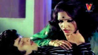 Krishna romancing scene| Dongalaku Donga Movie | Jaya Pradha | V9videos