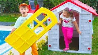 Adriana'nın Anahtarı Kayboldu Kapıda Kaldı Pretend Pretend Play House - Funny Kids Video