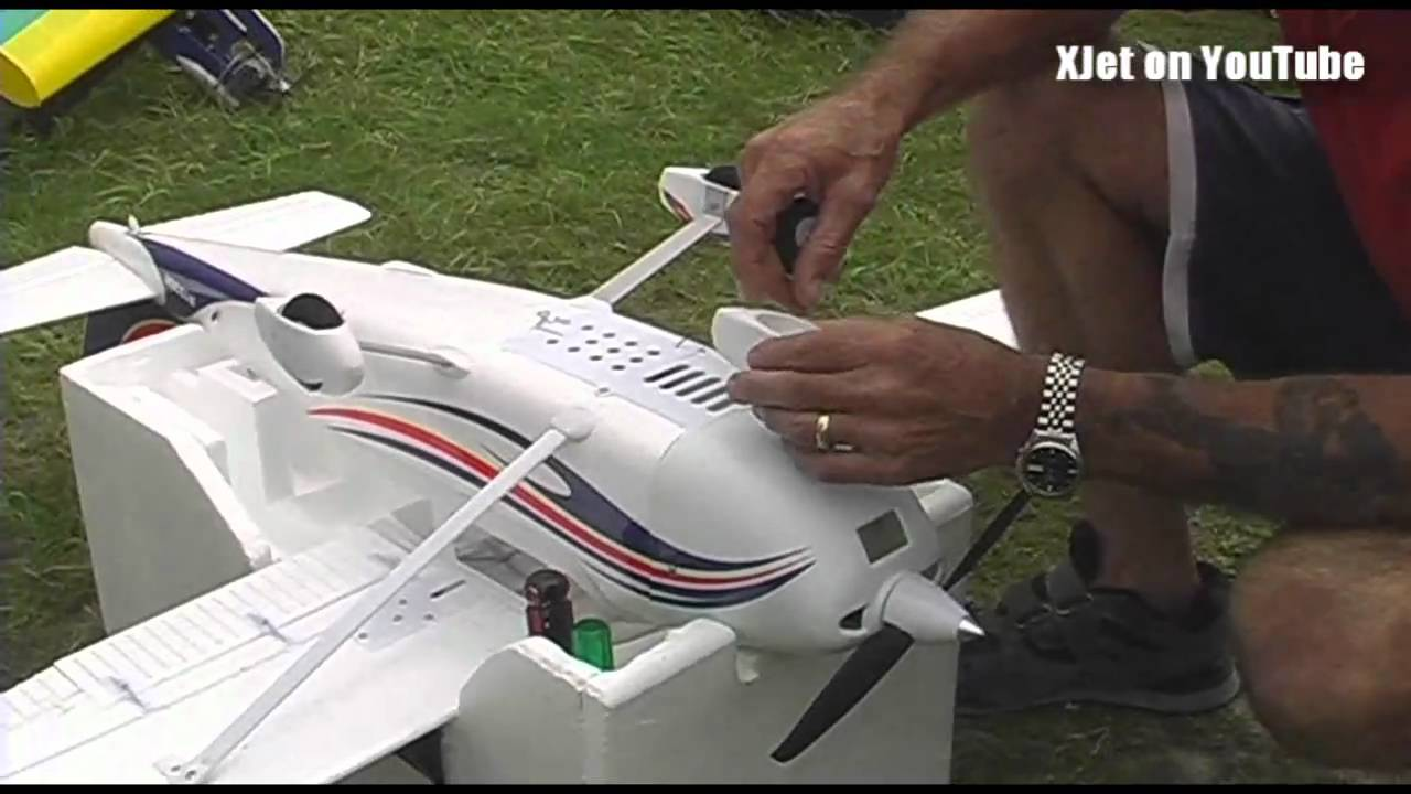 """First flight and """"landing"""" of the HobbyKing Cessna RC ..."""