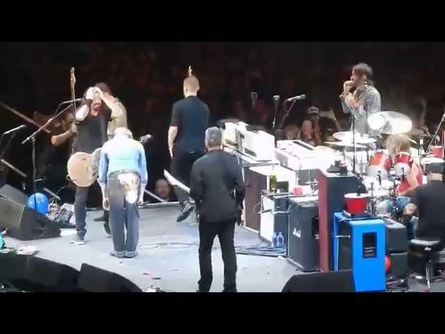 The Foo Fighters w David Lee Roth playing Van Halen's Panama The Forum 1/10/15