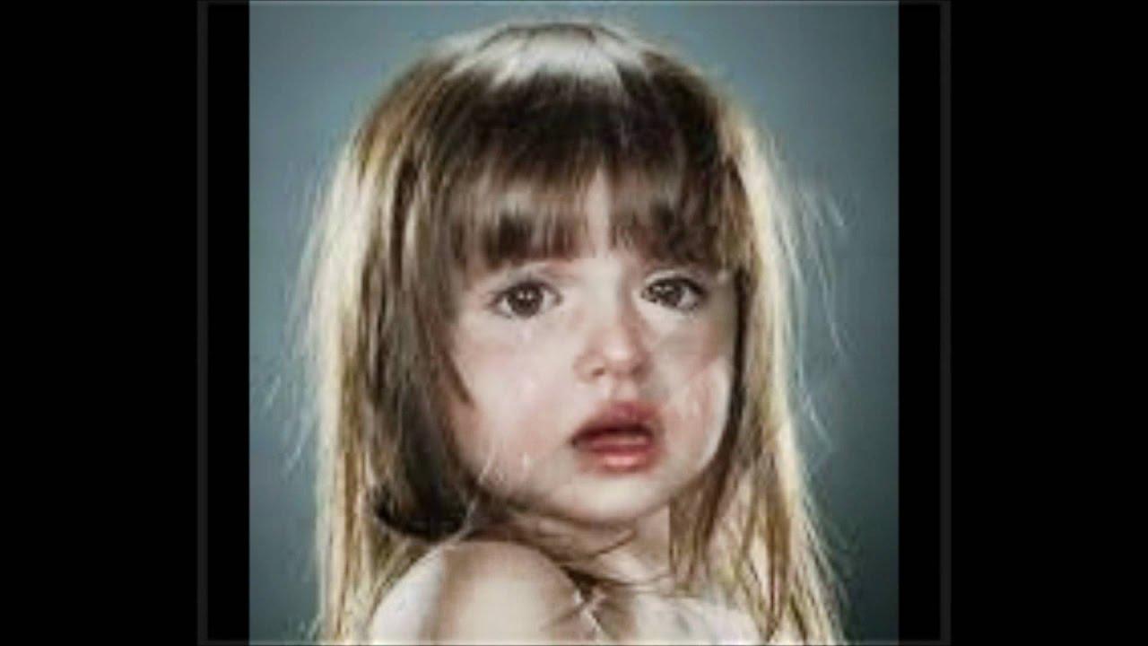 Трахает в попу плачет девочка 7 фотография