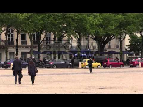Atmosphere and arrival of Kim Kardashian and Kanye West for their wedding at Versailles Castle