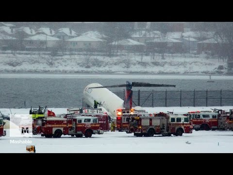 Plane skids off runway at NYC airport during snowstorm | Mashable