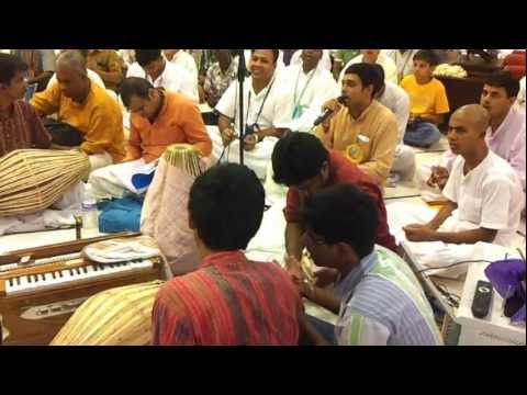 Harigopal Das Leading The Sandhya Arati At Iskcon Chennai video