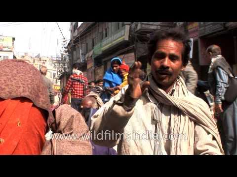 Roadside Ear cleaner in India