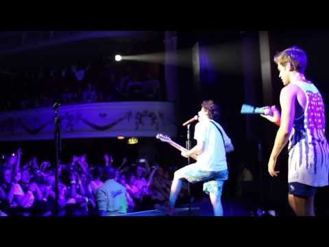 The Midnight Beast - Quirky (live) video