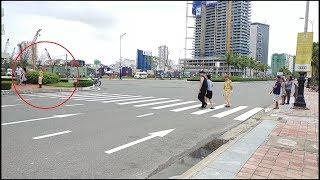 Nữ CSGT xinh đẹp hỗ trợ chốt ngã 4 cho các đoàn xe APEC - Beautiful woman police control traffic
