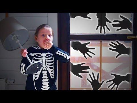 ОднА ДОМА на ХэЛЛоуин! КтО ПРИШёЛ за МНОЙ?! Кошмар стал РЕАЛЬНЫЙ! юмор funny video for kids