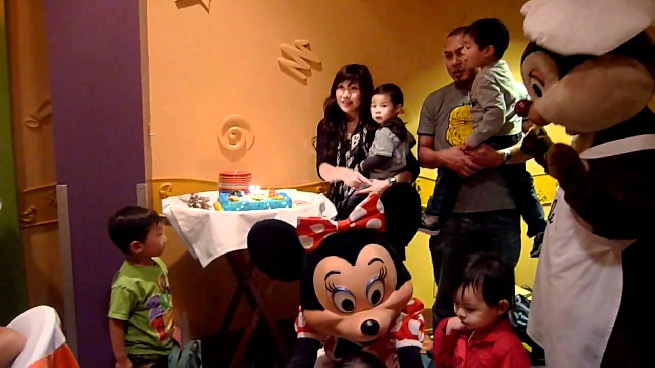 Devin 2nd Birthday Goofy 39 S Kitchen Disneyland Hotel Anaheim Ca Youtube