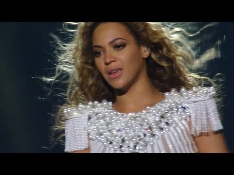 Beyonce crying (Sportpaleis, Antwerp, Mrs. Carter Show World Tour - FRONT ROW) HD