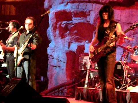 Blue Oyster Cult Live @ Mohegan Sun Wolf Den - The Vigil - October 10, 2009