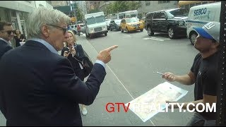 Harrison Ford swears at autograph seekers