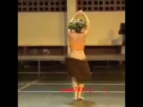 Круто танцует!