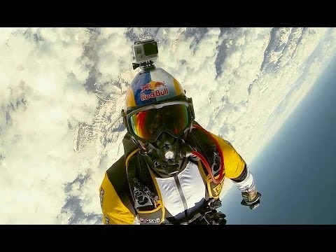 Breathtaking high altitude acrobatic skydiving