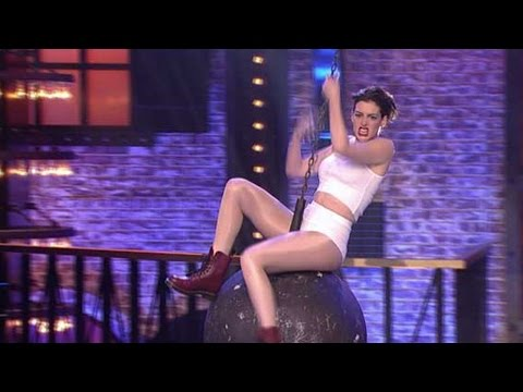 Anne Hathaway Performs On A Wrecking Ball - Lip Sync Battle