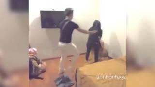 Vợ bắt quả tang chồng đang chịch cô bạn thân trong nhà nghỉ