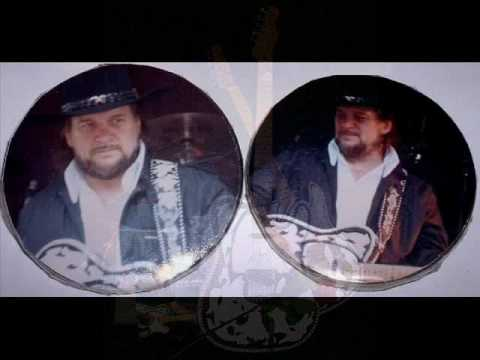 Waylon Jennings.... If You See Me Getting Smaller