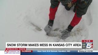 Snow storm buries Kansas City area