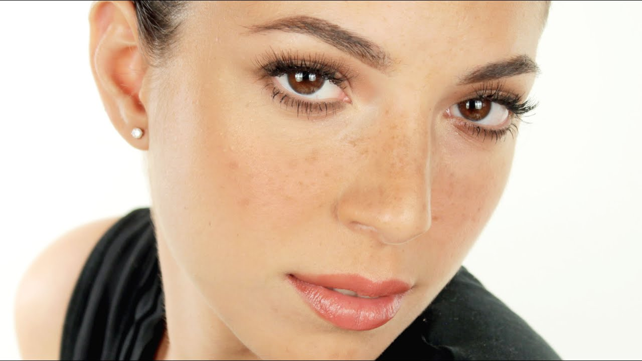 I migliori mezzi per eliminazione di pigmentary notano su una faccia