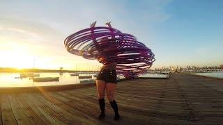 Աղջիկն կարողանում է պարել 30 օղակներով