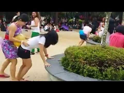 Filipina Women playing balloon popping game, HAHAHA! - Pinoy very funny video