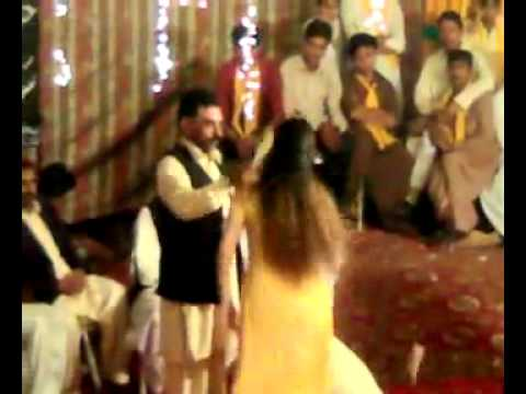 Lal Lal Kurti Main Gora Sa Badan Mujra Wedding Full Masti Programme video